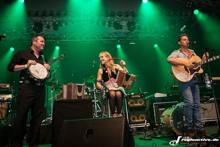 The High Kings mit Sharon Shannon (live auf dem Hessentag in Bensheim, 2014)