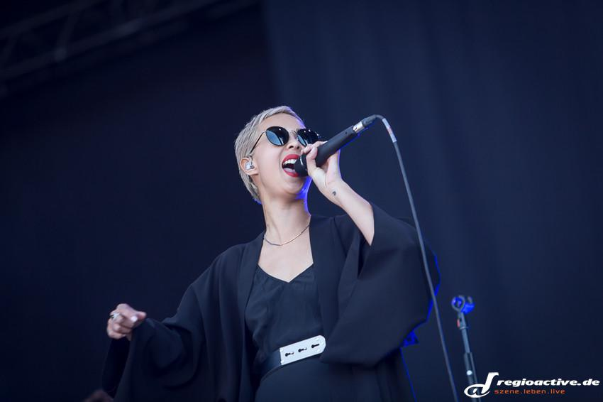 The Naked and Famous (live beim Southside Festival 2014)